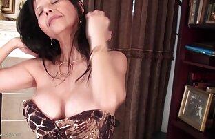 Preman bertopeng DSL merah muda menghisap porn vidio jepang Cedeh dan bermain dengan spermanya.