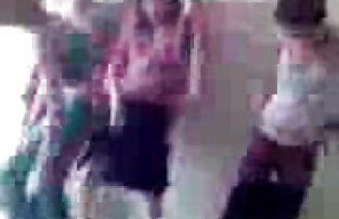 Cute video xxx ibu jepang pirang bermain dengan lembut pus