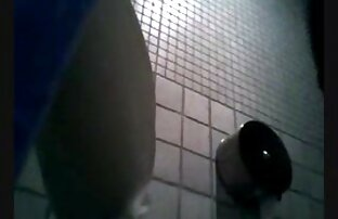 Bayi masturbator menggunakan dildo xxx prno jepang setelah membuka baju.