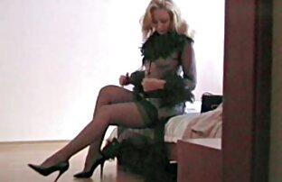Shemale seksi kumpulan video xxx jepang merasa terangsang dan tak bisa bermain dengan kemaluannya yang keras.